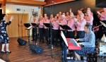 Alle mannen van het koor Mengelmoes zingen uit volle borst. Foto: PR