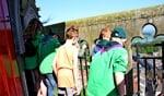 De welpen van Scouting Sweder genieten van het uitzicht over Doesburg. Foto: Liesbeth Spaansen