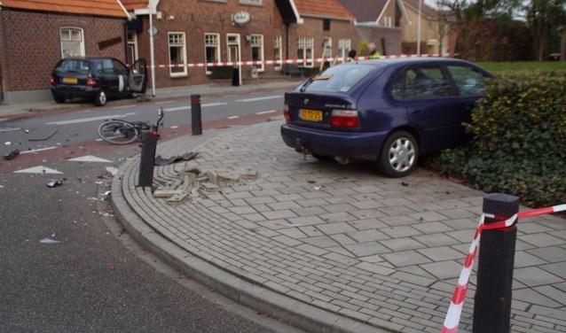 Ravage na aanrijding bij café Hogenkamp. Foto: News United - 112 Achterhoek Nieuws