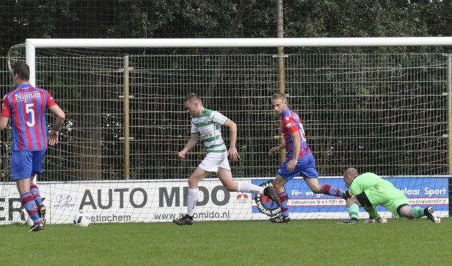 Wouter Mullink in actie in de wedstrijd tegen Westendorp. Foto: Sandra Gries, vv Etten