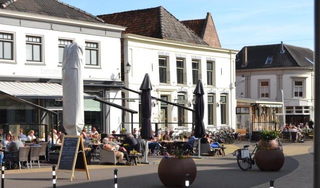 Volle terrassen in zonovergoten Aalten. Foto: Karin Stronks