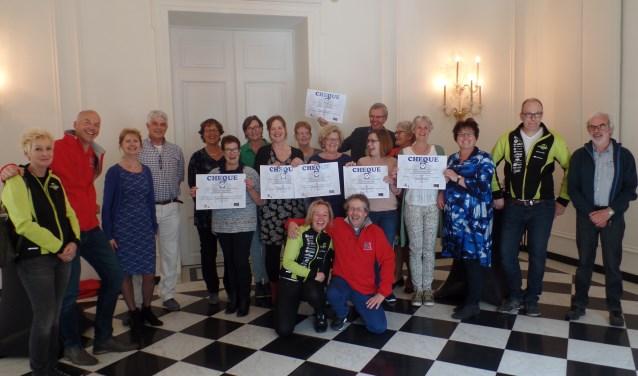 Zes Zutphense goede doelen nemen prijzengeld Roparun in ontvangst. Foto: Meike Wesselink