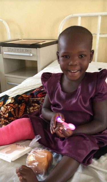 """Paulien Brethouwer: """"Kinderen als dit meiske willen we helpen."""" Foto: PR stichting Simba"""