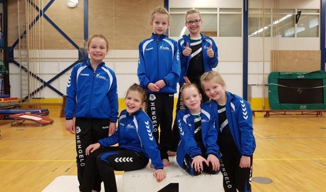Achilles turnsters, staand Jasmijn Stoverinck, Daphne de Greef en Nicky Peelen. Zittend Nikky van Aken, Lieke Hoebink en Eline Veenink. Foto: PR