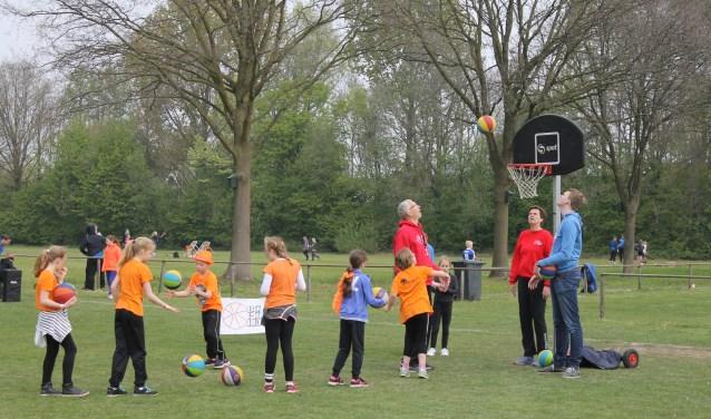 Kennismaken met allerlei sporten is ook onderdeel van de Konings-Sport-Experience. Foto: PR