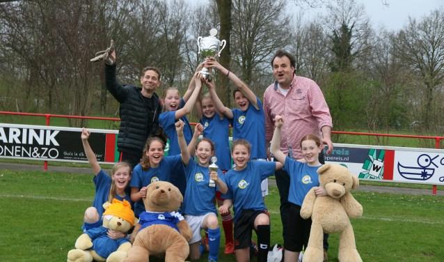 Het meisjesteam van de St. Jorisschool, dat kampioen werd. foto: PR
