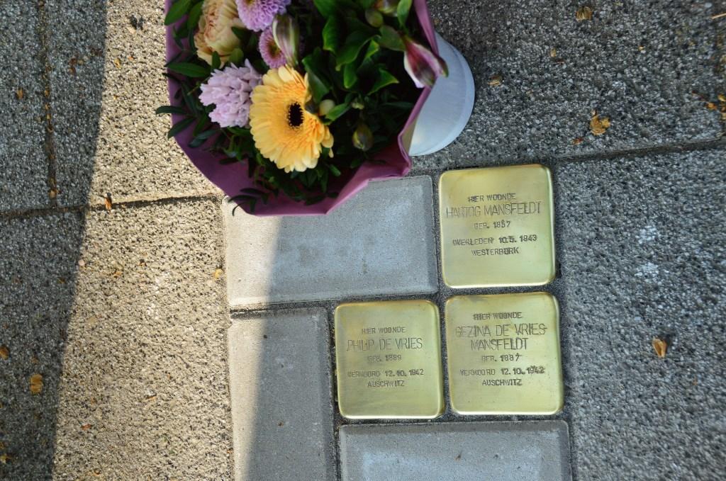Drie Stolpersteine Coehoornsingel 90 Zutphen. Foto: Alize Hillebrink  © Achterhoek Nieuws b.v.