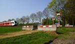 De spoorwegovergang is afgezet met betonnen blokken. Foto: 112 Achterhoek-Nieuws