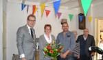 Burgemeester Boumans met de zojuist gedecoreerde Marieke Oldenboom. Foto: PR