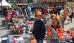 Spulletjes verkopen op de Vrijmarkt. Foto: PR