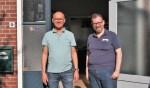 Bert Lobeek en Mos Meijler voor de deur van de dansschool. Foto: Sander Damen