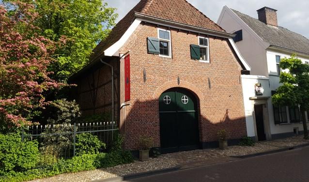 Het koetshuis van Huijs Basten Asbeck wordt het nieuwe onderkomen van IdeeMedia. Foto: Kyra Broshuis