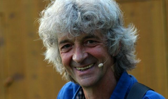 Troubadour Gery Groot Zwaaftink vertelt verhalen en zingt liedjes. Foto: PR