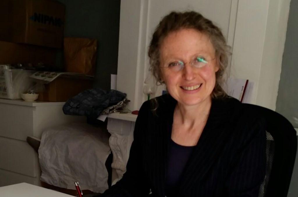 Johanna van Sabben met haar novelle Buikschuif. Eigen foto
