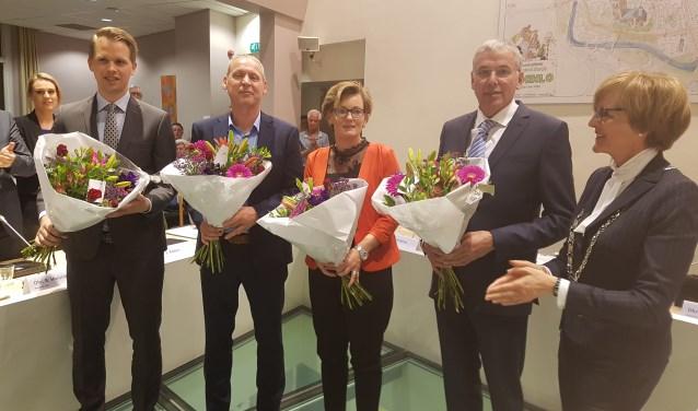 De wethouders van Oost Gelre, vlnr. Bart Porskamp, Jos Hoenderboom, Marieke Frank en Karel Bonsen. Rechts burgemeester Annette Bronsvoort. Foto: Kyra Broshuis