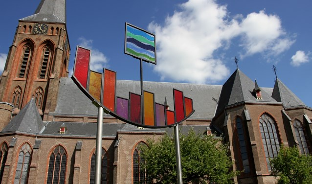 Glaskunst in de beeldentuin van de St. Martinuskerk in Baak. Foto: Liesbeth Spaansen