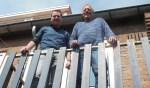Ger Smeman (rechts) en Jeroen aan het Rot zien de zonnige kant van het Woningverbeterplan. Foto: Eric Klop