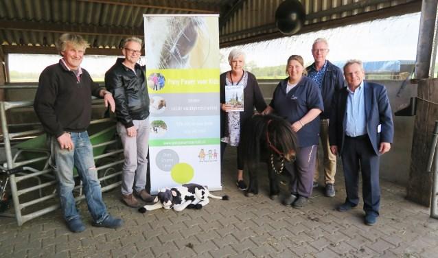 Leden van de Werkgroep Toerisme Beltrum bijeen op Educatie- en logeerboerderij De Weiden. Foto: Theo Huijskes