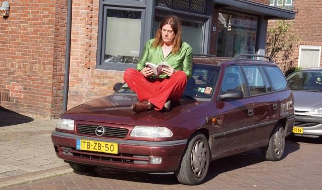 Auteur Rocco Ostermann viert zijn debuut met 'De Buitenstaander'