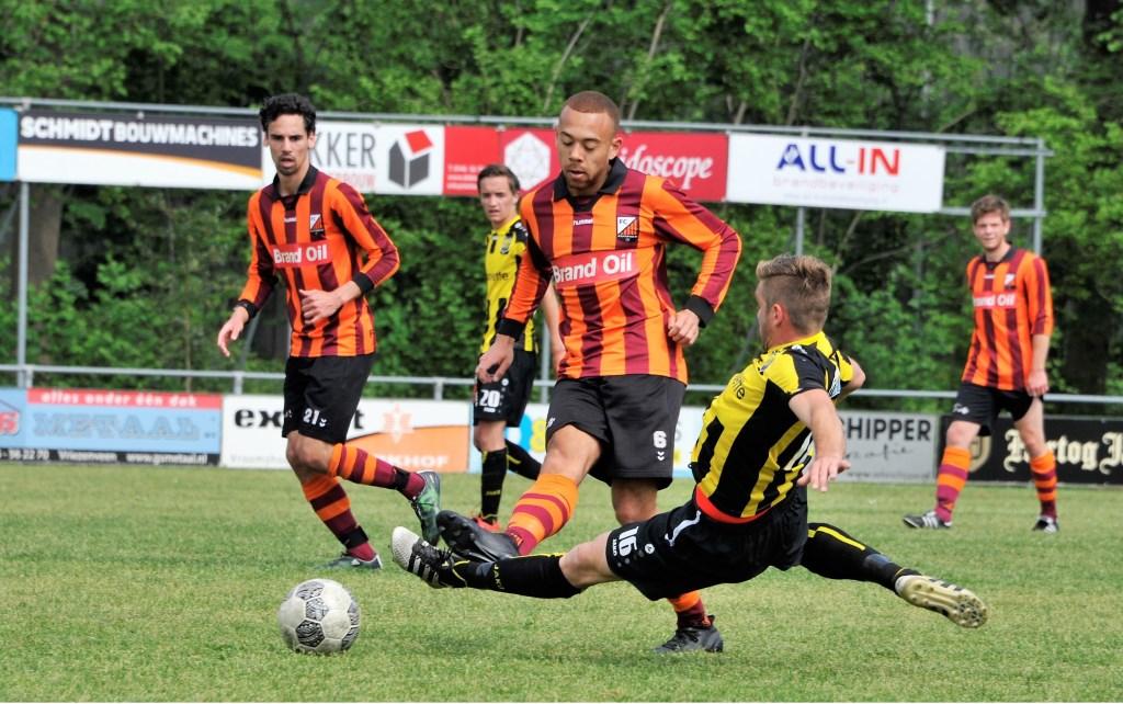Na de verloren wedstrijd tegen DOS'37 is FC Zutphen zat.1 officieel gedegradeerd uit de eerste klasse zaterdagvoetbal. Foto: Hans ten Brinke