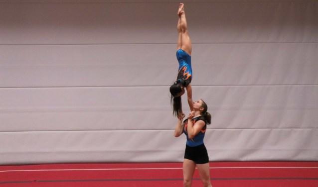 Irene Houwers en Naomi Helmink oefenen voor 6 mei. Foto: Eva Schipper
