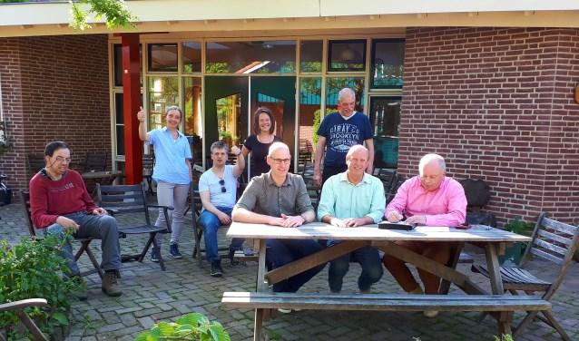 De overeenkomst tussen Urtica en Bargeman BV wordt ondertekend. Foto: PR