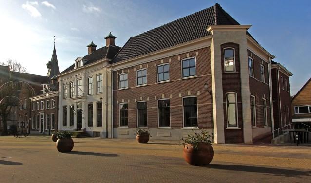 Het gemeentehuis, gezien vanaf de Markt. Foto: Leo van der Linde