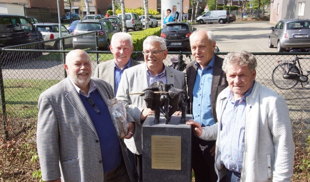 Vlnr. kunstenaar Jaap Hartman, Bertie Bussink. Bernd Brennemann, Johannes Hoven en Freek Diersen. Foto: Frank Vinkenvleugel