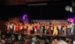 Een podium vol jonge acteurs en actrices bij de vorige editie van de DITO Theaterweek. Foto: Leonie Giezen