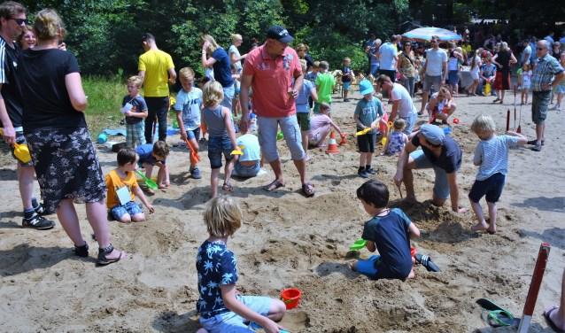 Spelen in het zand op de Zandbult. Foto: AchterhoekFoto/Harry Jansen