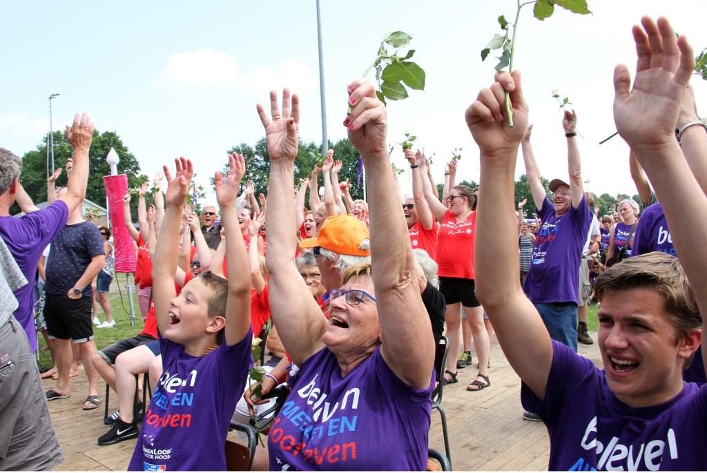 Juichen voor de Samenlopers. Foto: Liesbeth Spaansen  © Achterhoek Nieuws b.v.