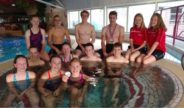 Een deel van de regionale zwemmers die aan de Gelderse kampioenschappen deelnamen. Foto: PR