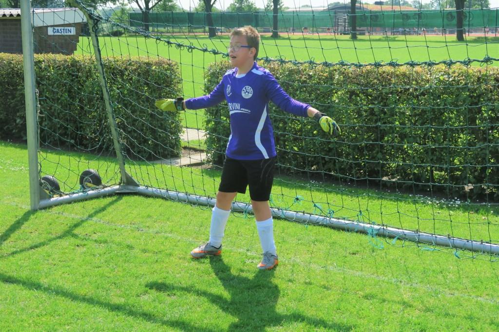 Basten Overkemping als doelman bij het G3-team. Foto: Theo Huijskes  © Achterhoek Nieuws b.v.