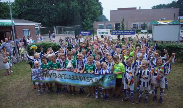 De jeugd van de 'gruunen' en de 'blauwen' loopt alvast vooruit op de fusie. Foto: Frank Vinkenvleugel