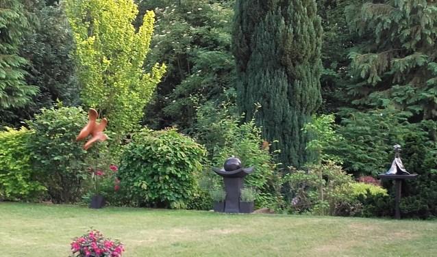 De tuin, met daarin diverse sculpturen. Foto|: PR