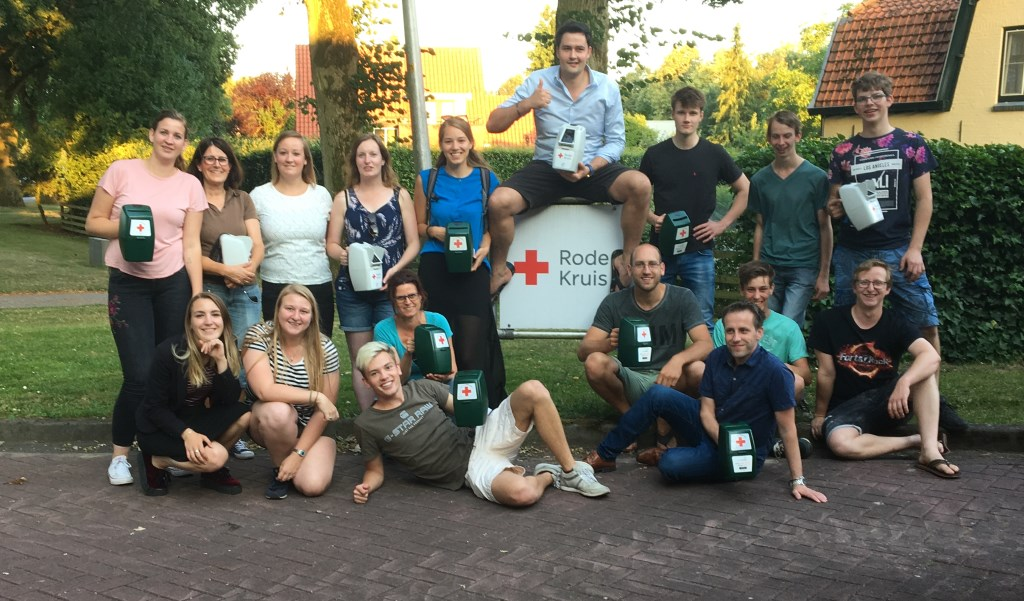 Scouting Borculo helpt Rode Kruis afdeling Berkelland met collecte. Foto: Scouting Borculo