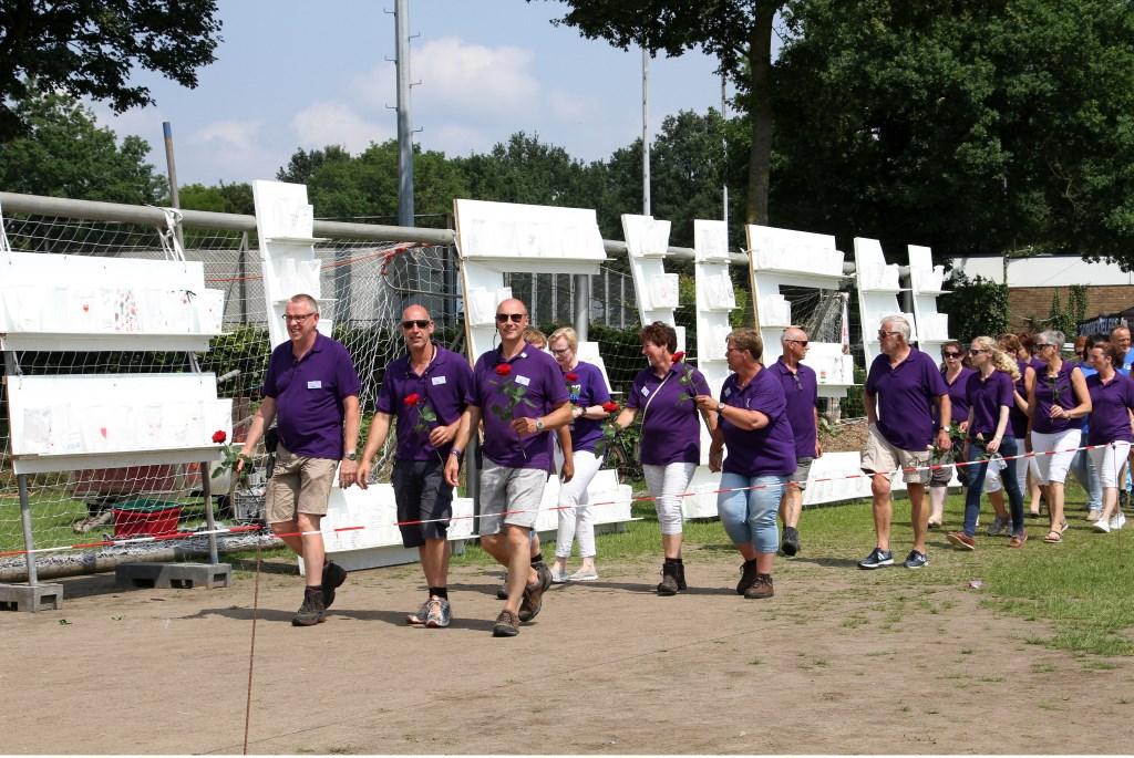 Bestuur en commissieleden lopen de laatste meters. Foto: Liesbeth Spaansen  © Achterhoek Nieuws b.v.