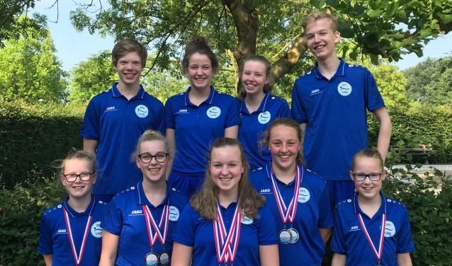 Deelnemers en medaillewinnaars van ZPC Livo. In het midden drievoudig Gelders kampioene, Indy te Molder. Foto: Theo Ratering