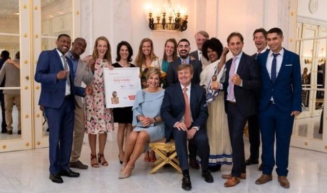 De winnaars van de Appeltjes van Oranje 2018 samen met Koning Máxima en Koning Willem-Alexander. Foto: Oranje Fonds – Bart Homburg.