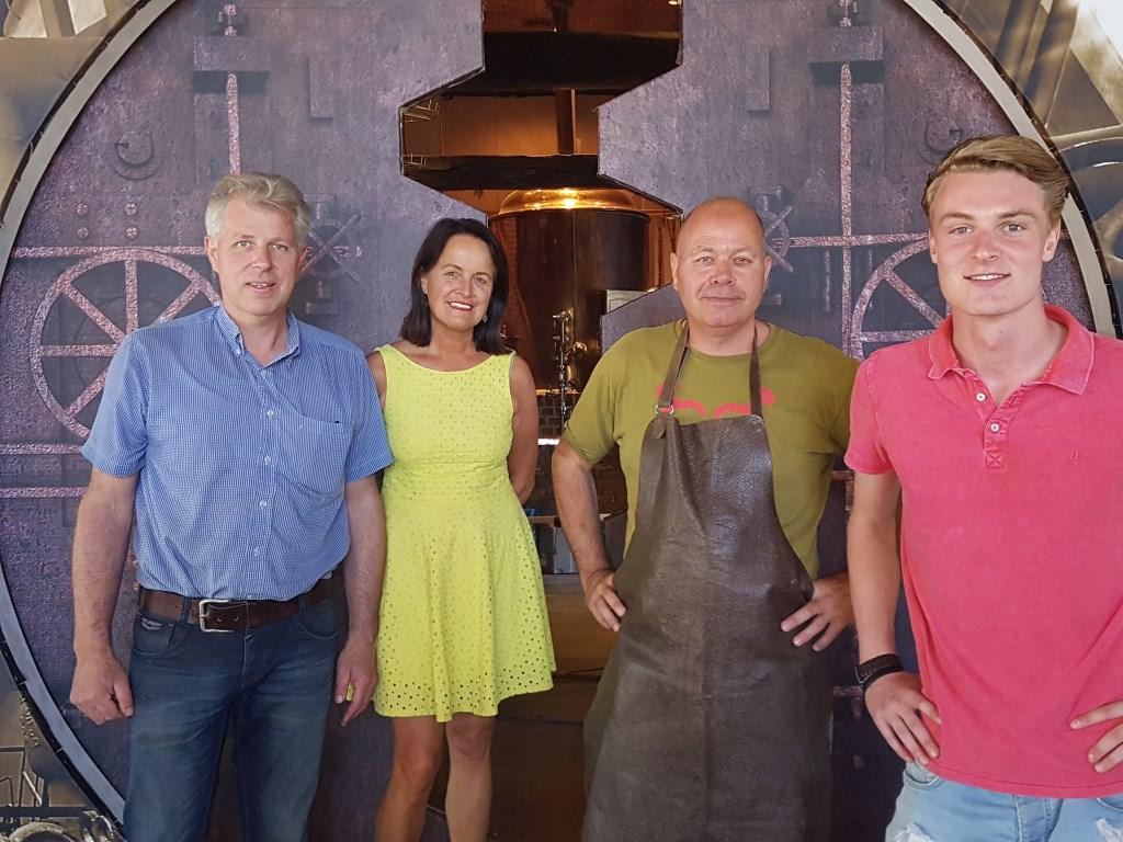 Vlnr. Ben Weenink, Irma Weenink, Boudewijn Albering en Tim Wieggers in het nieuwe Brouwhoes. Foto: Kyra Broshuis  © Achterhoek Nieuws b.v.