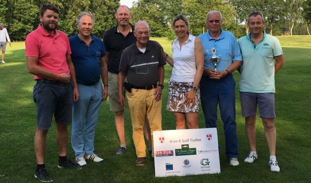 De prijswinnaars van de wedstrijd 'HenK Golf Trofee. Foto: PR Foto:  © Achterhoek Nieuws b.v.
