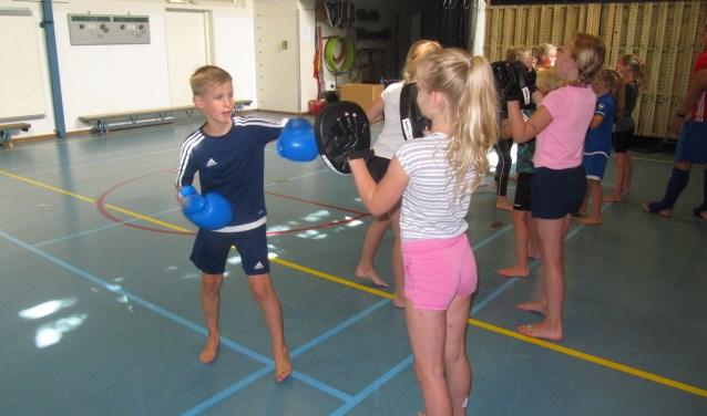Kickboksen was een van de nieuwe sporten tijdens de Ruurlose sportdag die er beoefend konden worden. Foto: PR