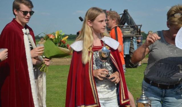 Winnaar vogelschieten Joost Nijenhuis (l) en winnares vogelschieten jeugd Martiene Hissink. Foto: PR