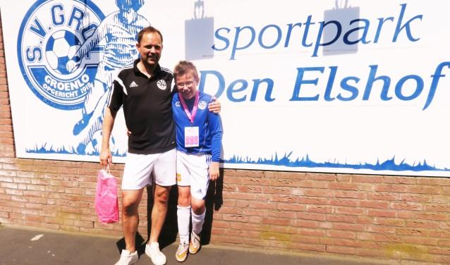 Basten Overkemping met zijn vader, begeleider en trainer Maarten. Foto: Theo Huijskes