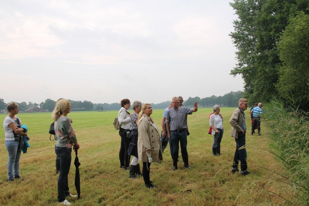 Jan Nijenhuis kan boeiend vertellen over hoe het landschap is ontstaan. Foto: Annekée Cuppers  © Achterhoek Nieuws b.v.