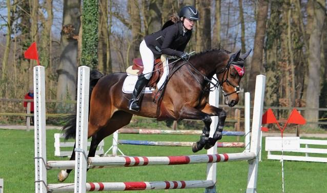 Kirsten Brinkman met haar pony Fallingasate Dewi, clubkampioen 2017. Foto: Willem Hamer