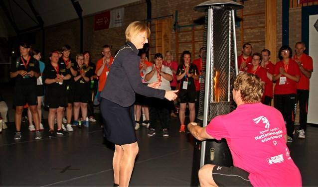 Burgemeester Besselink opent de Special Olympics in Bronckhorst in Het Hooge Wessel in Steeenderen. Foto: Liesbeth Spaansen