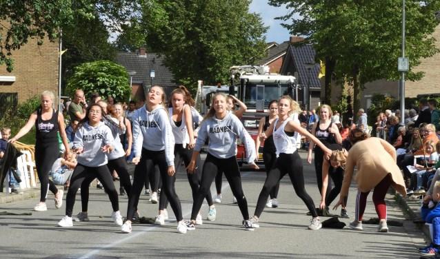 Dansers van Hit-It brachten afgelopen jaar hun enthousiasme over op de talrijke toeschouwers.
