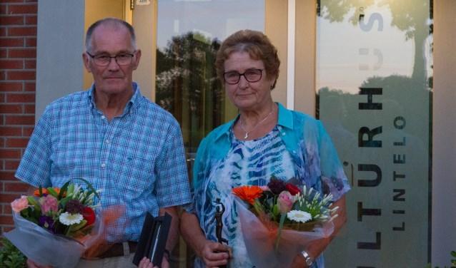 Henk Navis en Janny Hofs werden gehuldigd voor hun koorjubileum. Foto: PR