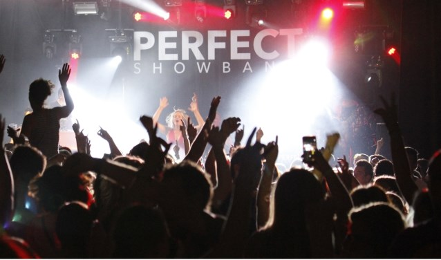 De Perfect Showband zet de Pol op de kop tijdens de Ulftse kermis. Foto: Jurgen Weijl